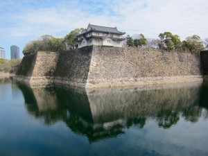 The moats surrounding Osaka Castle are teeming with fish and turtles.